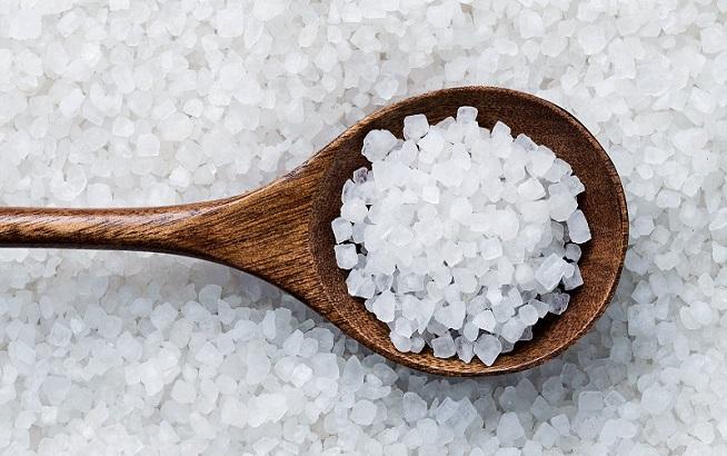Tham khảo cách trị thâm môi từ muối hiệu quả