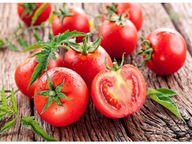 Đừng bỏ qua 4 cách trị thâm môi từ cà chua hiệu quả