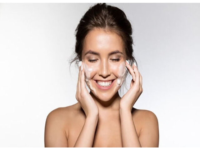 Sữa rửa mặt trị thâm mụn hiệu quả giúp phái đẹp thêm tự tin