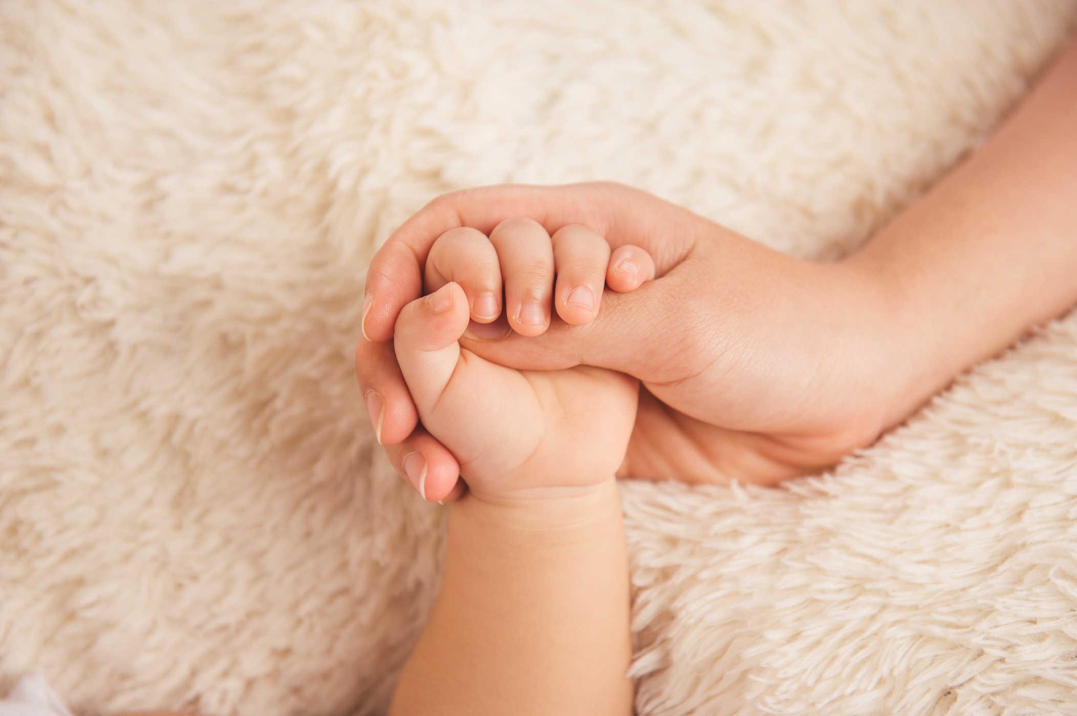 Chăm sóc móng tay tại nhà đơn giản