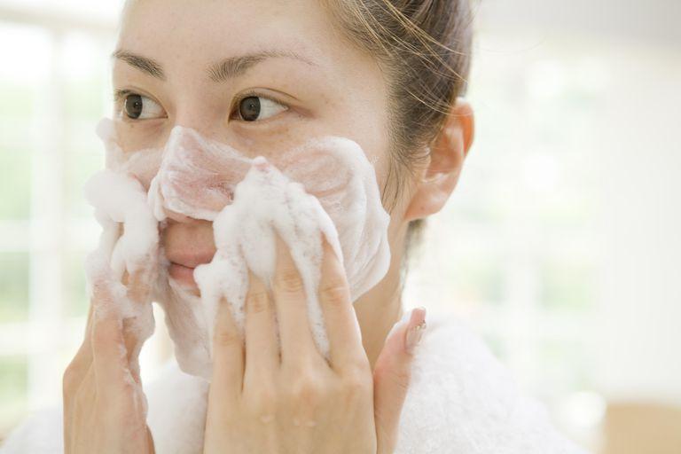 Tác Dụng Của Tẩy Trang Trong Chu Trình Skincare Vô Cùng Quan Trọng