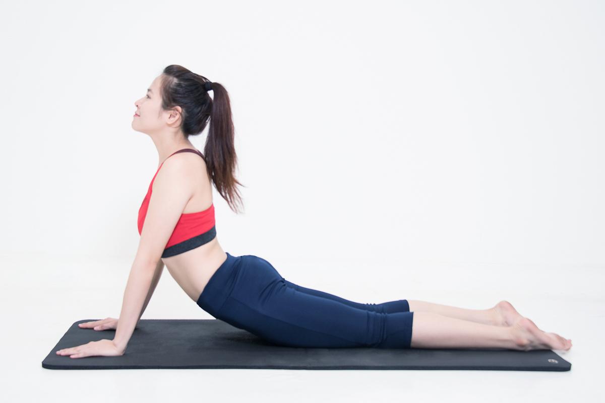 bai tap yoga giam mo bung