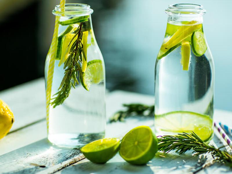 Nước Detox luôn được ưa chuộng vì dễ thực hiện và bắt mắt