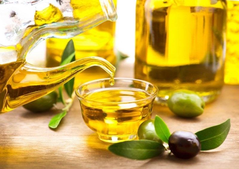 Các cách trị thâm môi từ dầu oliu hiệu quả