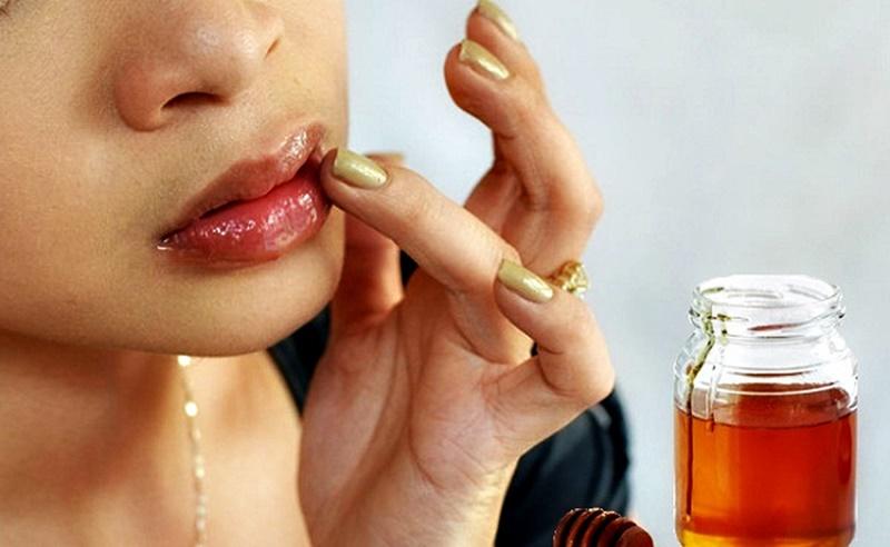 Các cách trị thâm môi từ mật ong hiệu quả