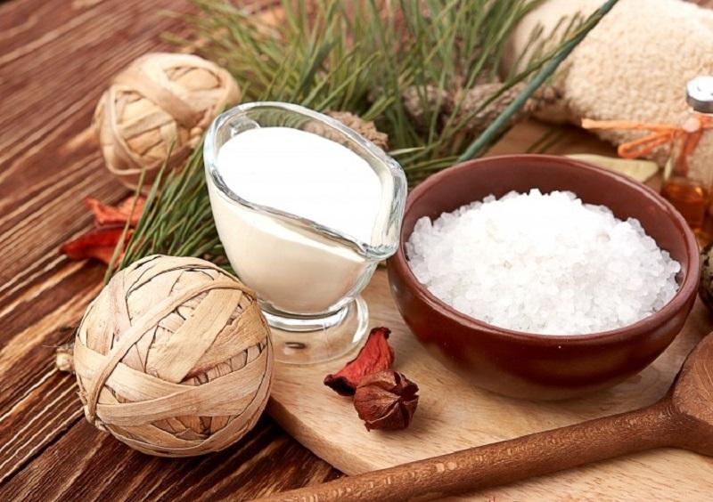 Học hỏi cách trị thâm môi từ muối hiệu quả và đơn giản