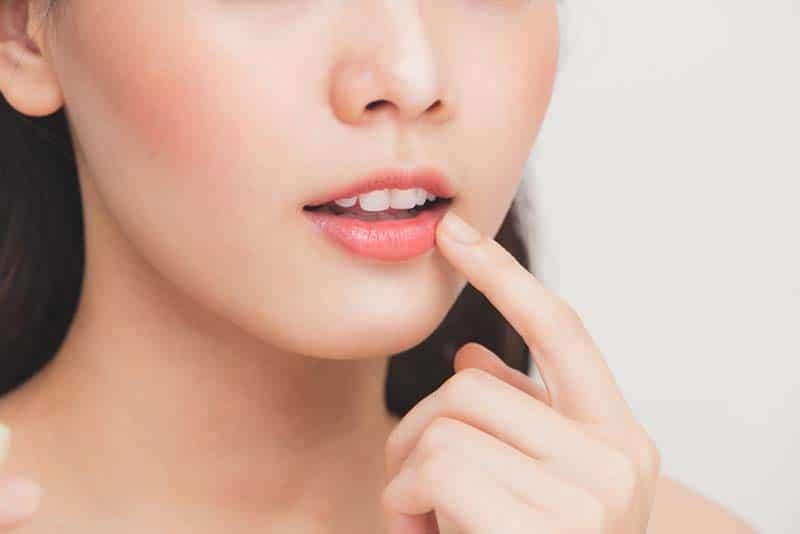 Những cách trị thâm môi từ dưa chuột hiệu quả.