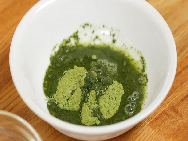 Học ngay 3 cách trị thâm môi từ bột trà xanh tại nhà