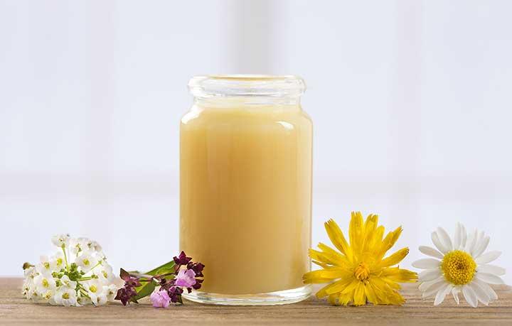 Cách làm trắng da từ sữa ong chúa không phải ai cũng biết