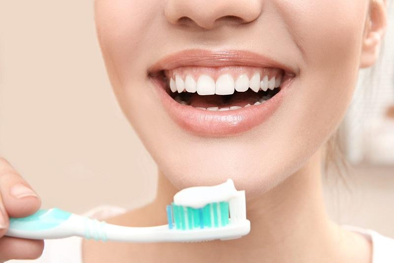 Bật mí về cách chữa môi thâm từ kem đánh răng tại nhà