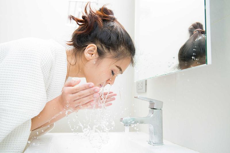 Cách chăm sóc da khô thiếu nước đơn giản