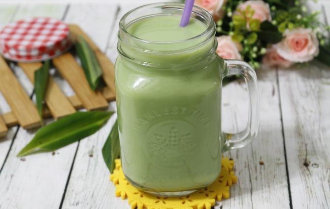 Cách làm sữa đậu xanh giảm cân cùng lá dứa