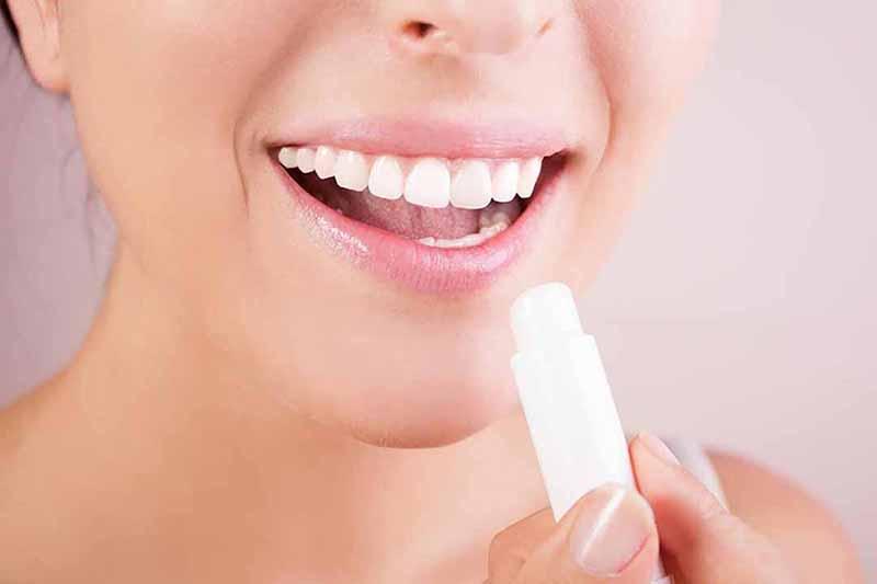son dưỡng làm hồng môi nào tốt?