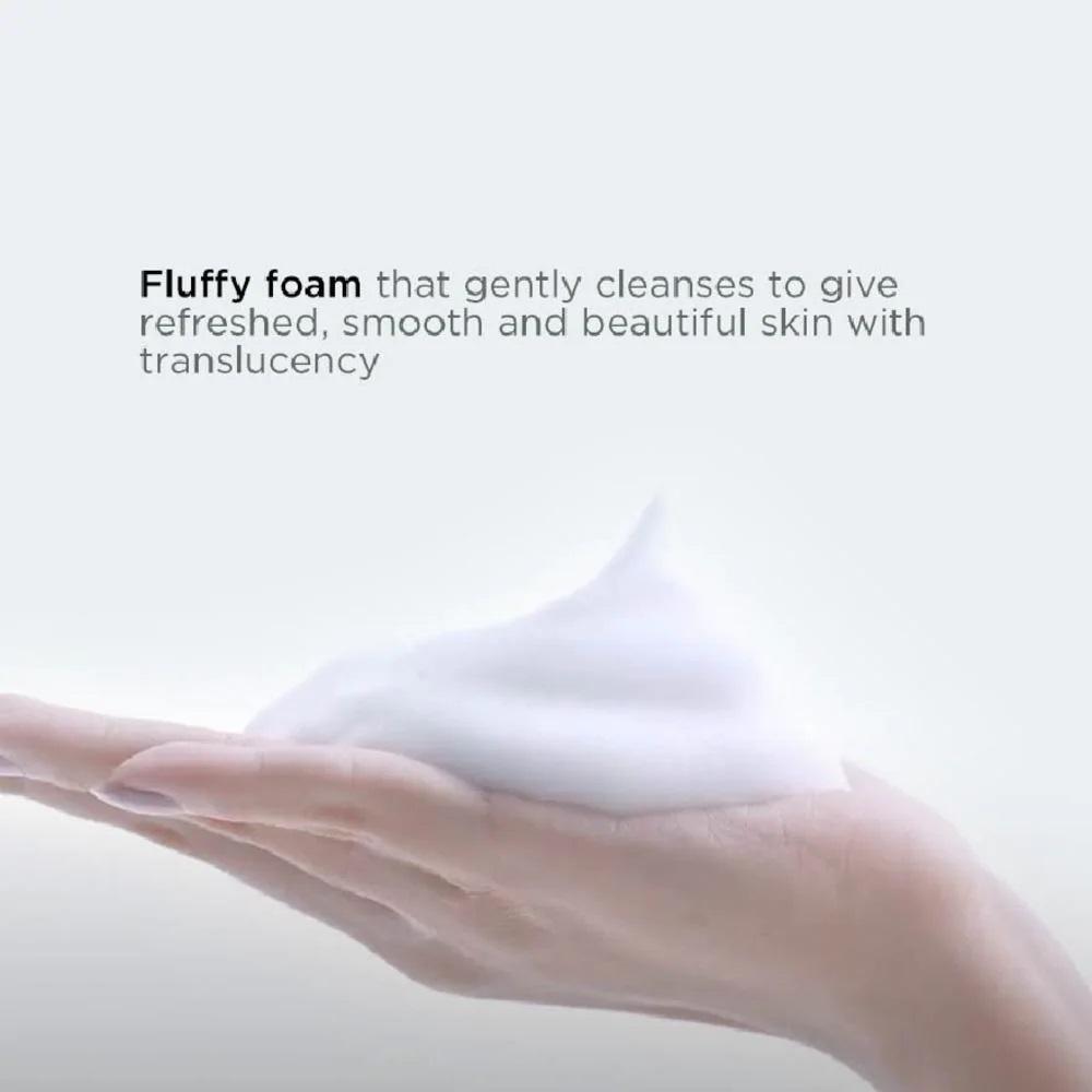 Bọt dày mềm mịn giúp hạn chế ma sát giữa tay và mặt, không gây áp lực cho da.