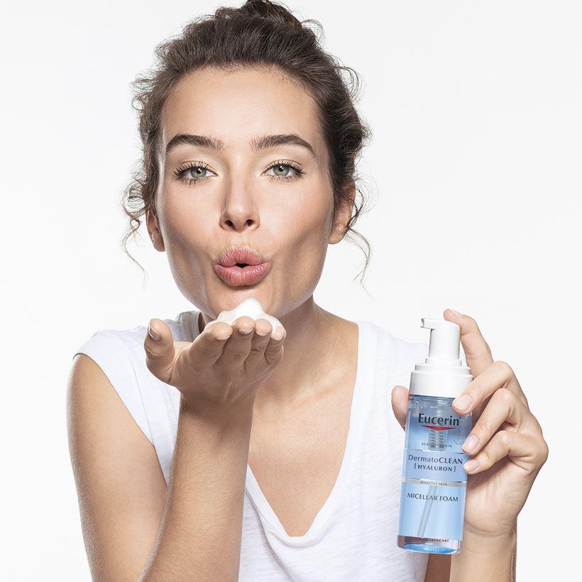 Sữa Rửa Mặt Dạng Bọt Eucerin Dermato Clean Hyaluron Micellar Foam cấp ẩm cho da