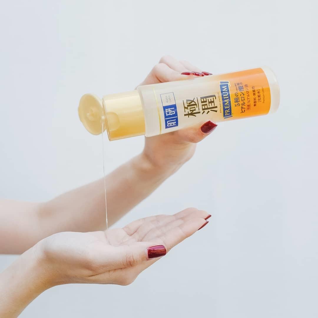 Dung Dịch Hada Labo Gokujyun Premium Lotion chứa HỆ DƯỠNG ẨM TOÀN DIỆN 5 loại HA (Hyaluronic Acid) nuôi dưỡng và phục hồi màng ẩm tự nhiên, tăng cường độ đàn hồi.
