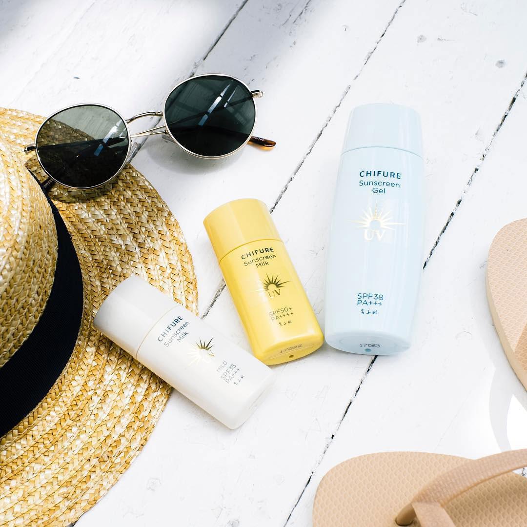Kem Chống Nắng CHIFURE Sunscreen Milk UV SPF50+ PA++++ 30ml kháng nước / dầu / mồ hôi.