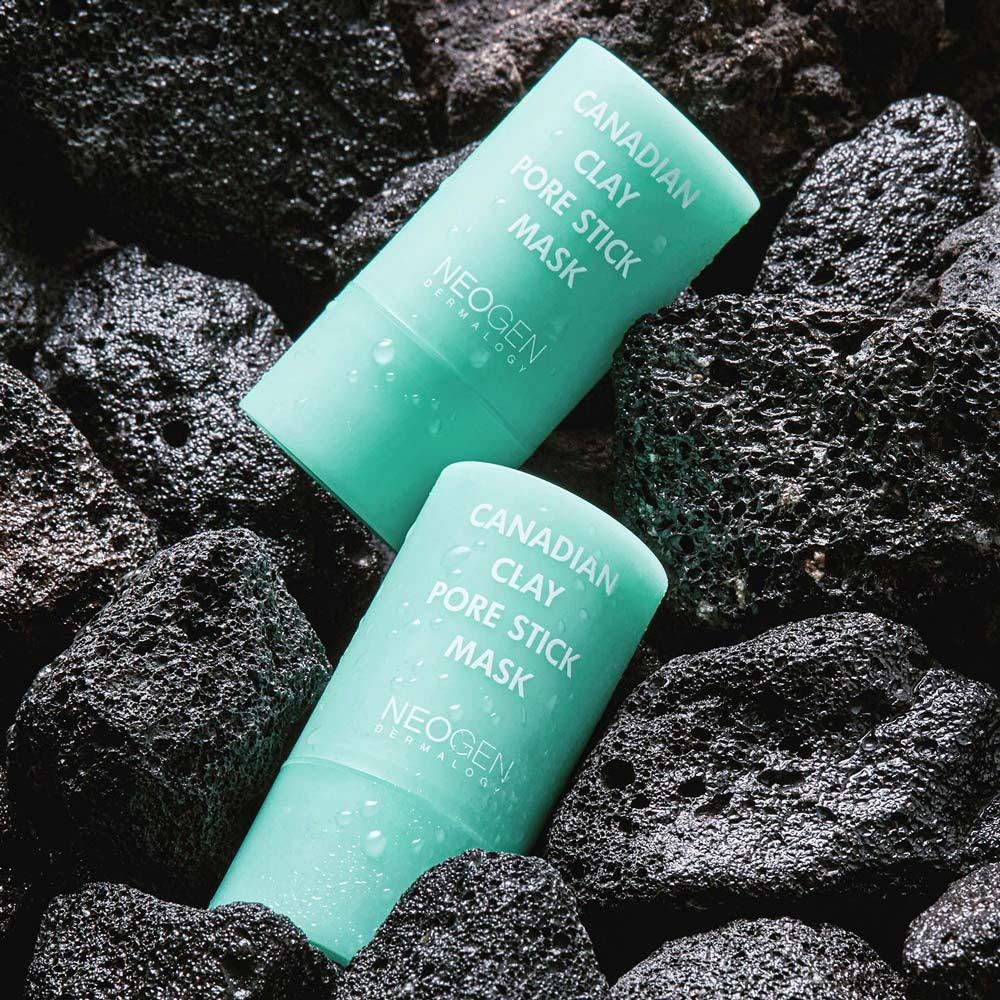 Mặt Nạ Đất Sét Neogen Dermalogy Canadian Clay Pore Stick có khả năng hấp thụ bã nhờn cho da thông thoáng, cải thiện tình trạng mụn đầu đen, mụn đầu trắng hiệu quả.