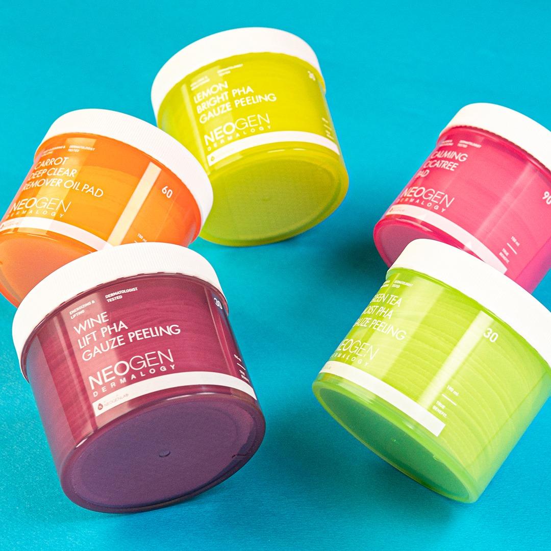Pad Tẩy Da Chết Neogen Dermalogy có nhiều phân loại cho bạn lựa chọn như chiết xuất Trà Xanh, Rượu Vang, Chanh, Than Tre...