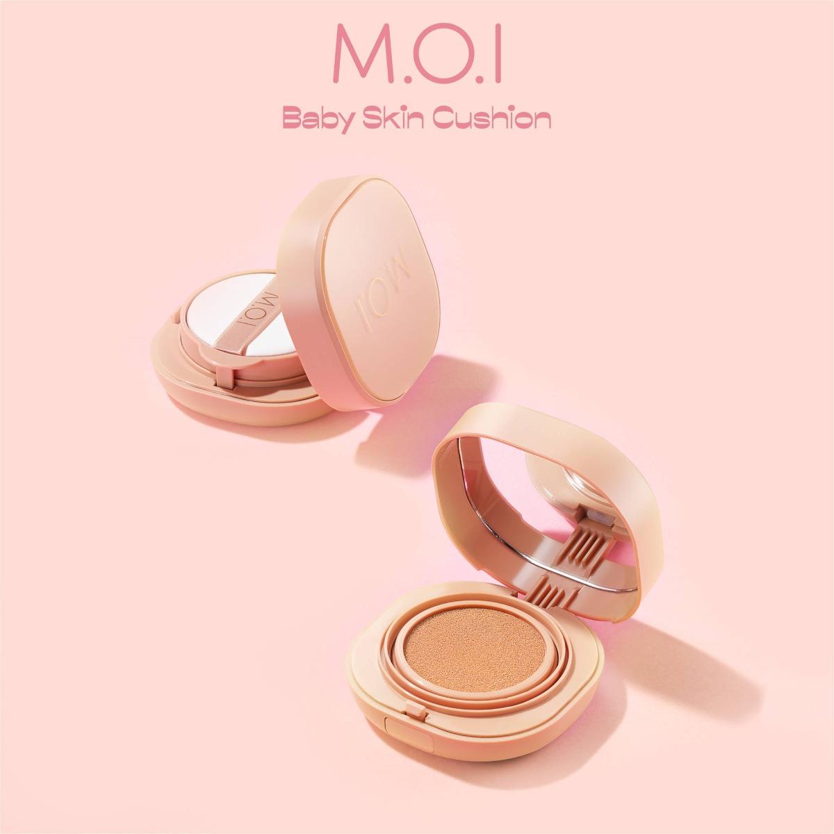 Phấn Nước M.O.I Baby Skin Cushion có thiết kế nhỏ gọn, hình vuông và các góc cạnh bo tròn toát lên vẻ nhẹ nhàng, mềm mại.