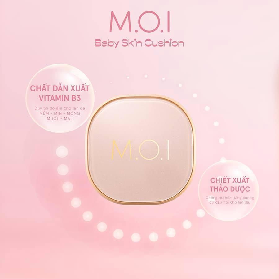 """Phấn Nước M.O.I Baby Skin Cushion được bổ sung chiết xuất thảo dược chống oxy hoá, tăng độ đàn hồi cho da. Ngoài ra, dẫn xuất vitamin B3 cũng là """"chìa khoá"""" giúp da ẩm mượt trong nhiều giờ."""