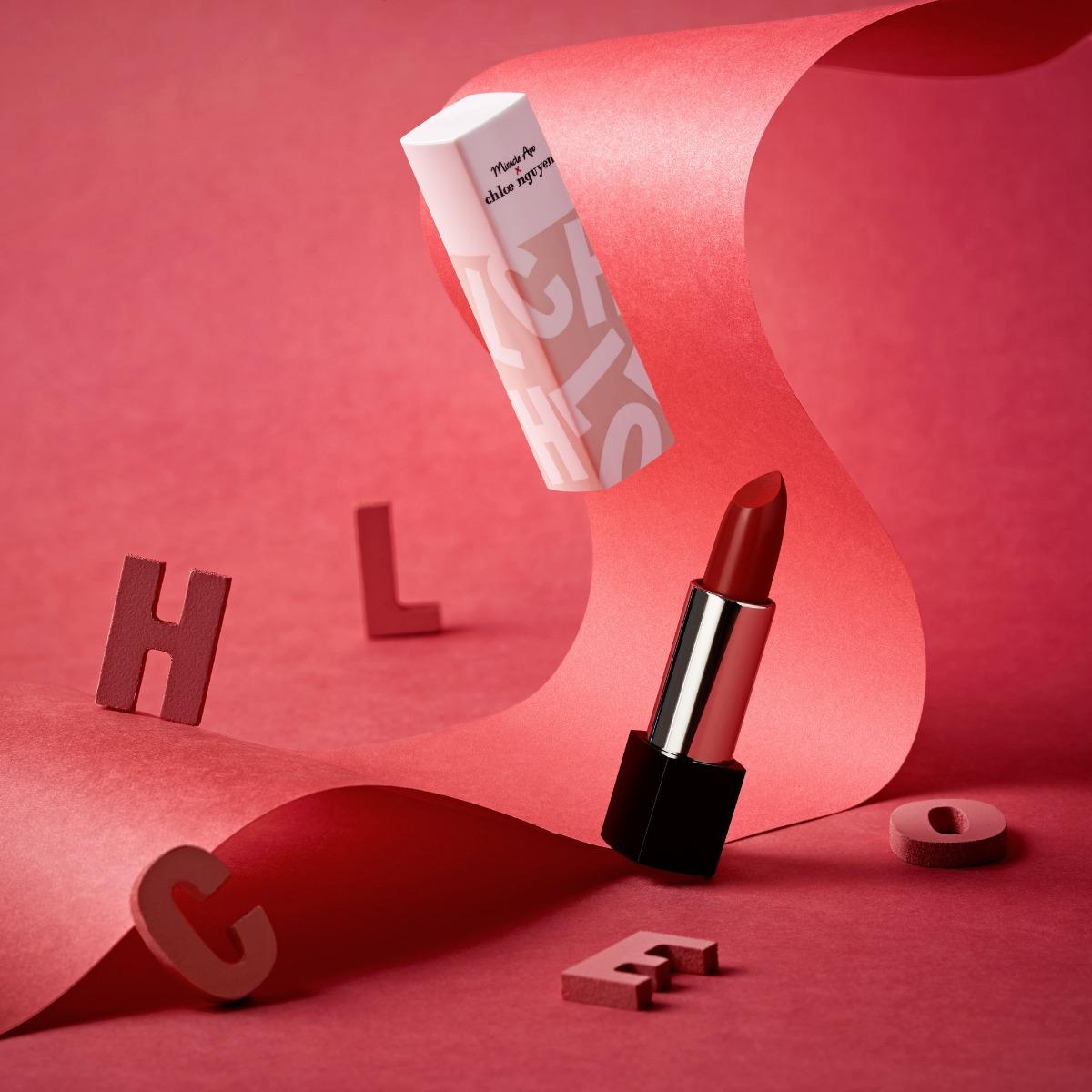 Son Thỏi Miracle Apo x Chloe Nguyễn Silky Satin Lipstick #In Love Màu Đỏ Hồng