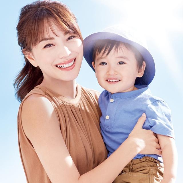 Sữa Chống Nắng Anessa Dịu Nhẹ thích hợp sử dụng cho làn da nhạy cảm của mẹ và bé