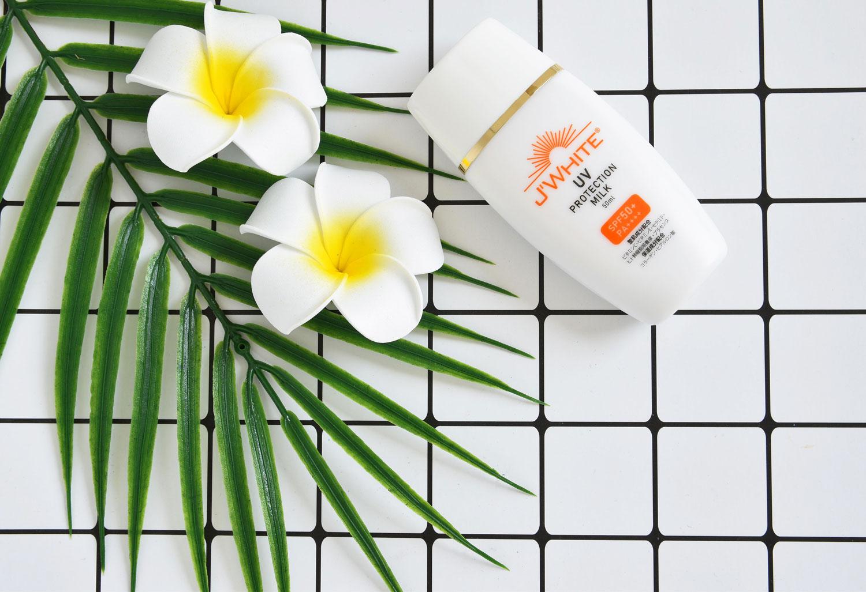 Sữa Chống Nắng J'WHITE UV Protect Milk SPF50+ PA+++ hiện đã có mặt tại Hasaki