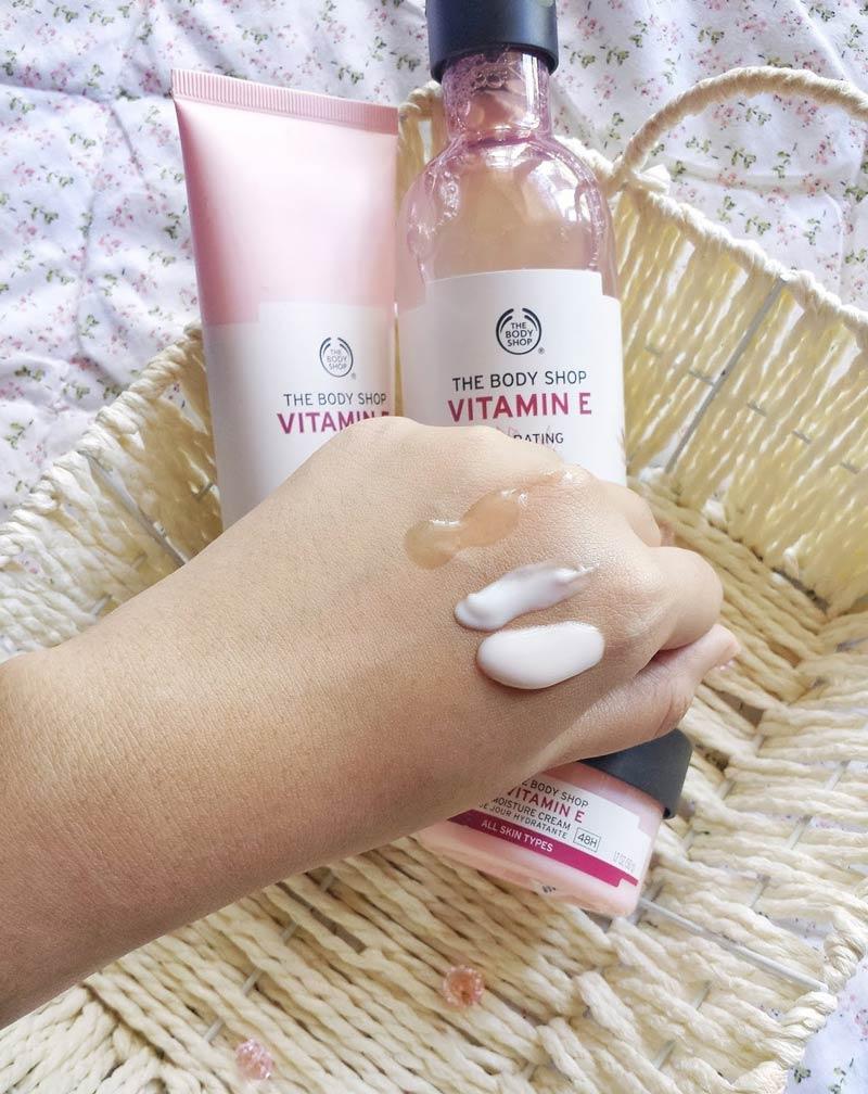 Sữa Rửa Mặt The Body Shop Vitamin E Gentle Facial Wash Chiết Xuất Vitamin E