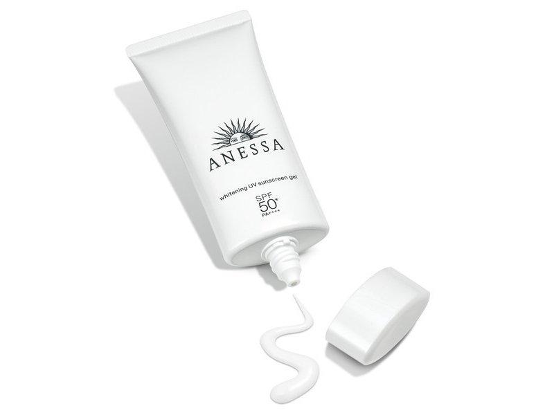 Gel Chống Nắng Dưỡng Sáng Da Anessa SPF50+/PA++++ có kết cấu dạng gel chuyển sữa mỏng nhẹ và mát mịn