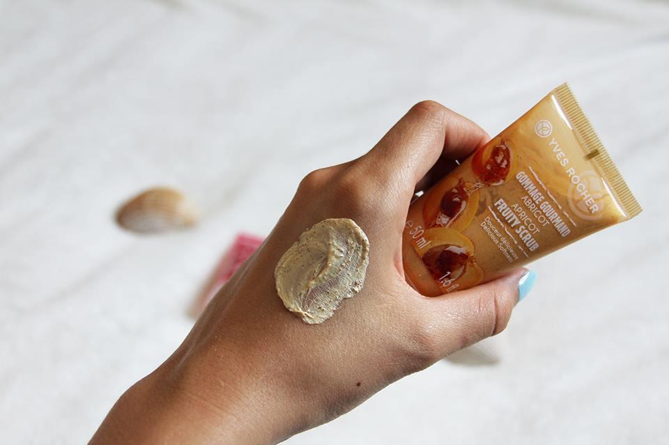 Tẩy Tế Bào Chết Hạt Mơ Cho Da Mặt Yves Rocher Apricot Fruity Scrub 50ml