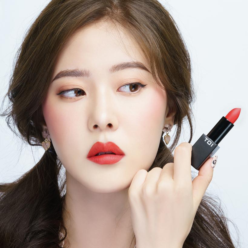 Son Thỏi Lì TOI T02 Lovely Lady Matte Rouge Lipstick - Màu Đỏ Rực