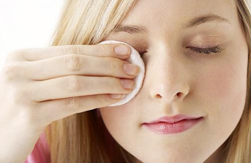 Nước tẩy trang mắt BOURJOIS demaquillant 50ml