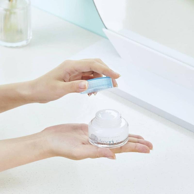 Packaging Kem Dưỡng Ẩm Freeplus Màng Nước Mỏng Nhẹ Tươi Mát Watery Cream 50g