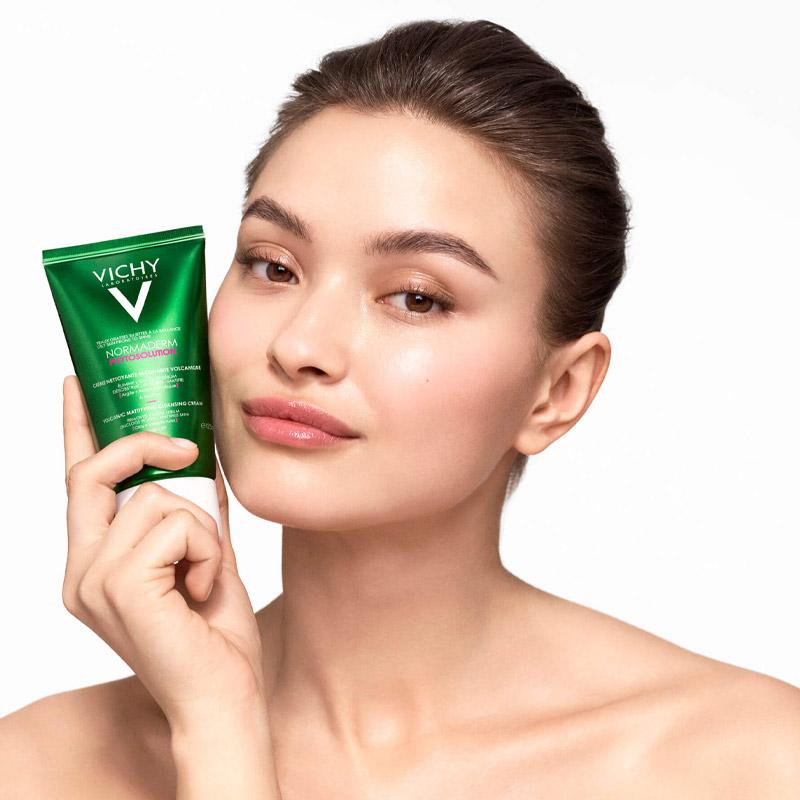 Sữa Rửa Mặt Vichy Chiết Xuất Từ Đất Sét Và Đá Khoáng Núi Lửa Normaderm Phyto Volcanic Mattifying Cleansing Cream