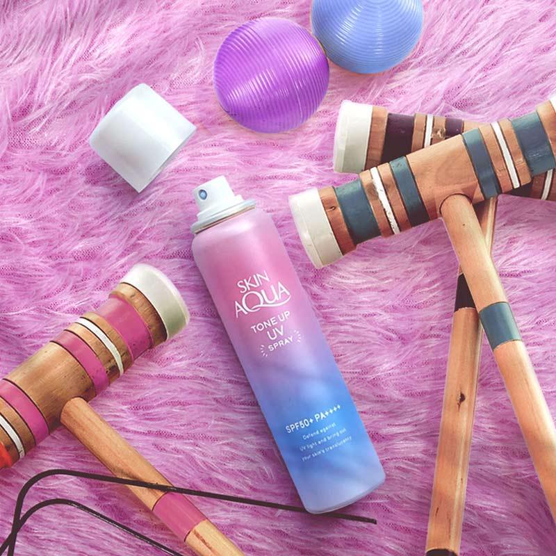 Xịt Chống Nắng Sunplay Skin Aqua Nâng Tone Da Skin Aqua Tone Up UV Spray SPF50+ PA++++ 70g