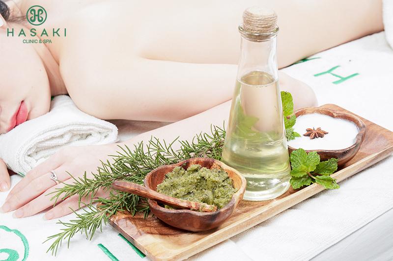 Fresh Rosemary Scrub đem đến làn da trắng sáng rạng rỡ, loại bỏ hoàn toàn tế bào chết cho da sạch láng mịn.
