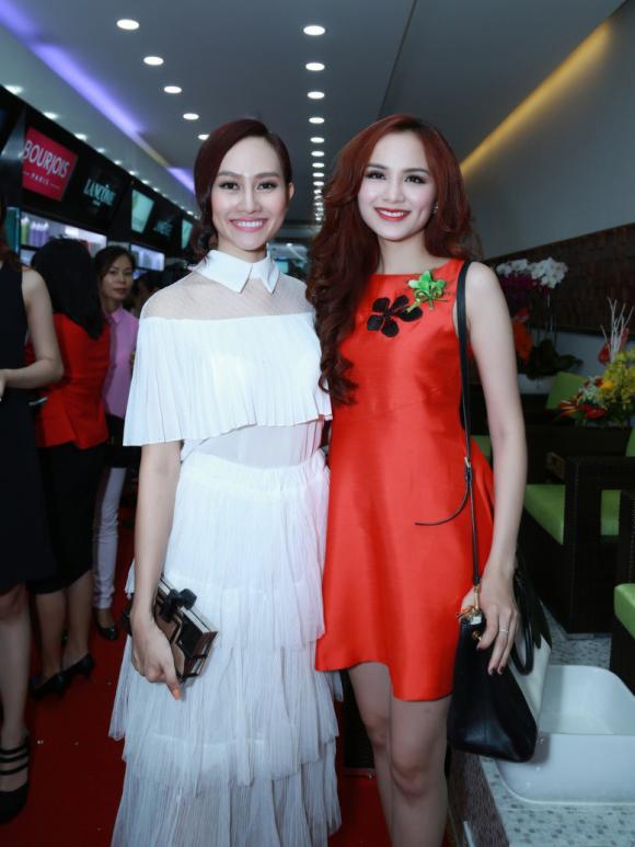 Hoa Hậu Diễm Hương Diện Váy Đỏ Rực Và Nhiều Sao Khai Trương Hasaki Clinic & Spa